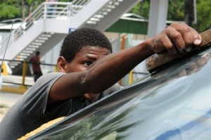 Las caras sucias y tristes de  los  infantes dominicanos