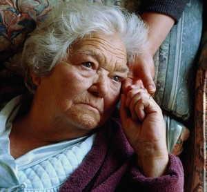 Ancianos latinos, abusados por sus propios hijos
